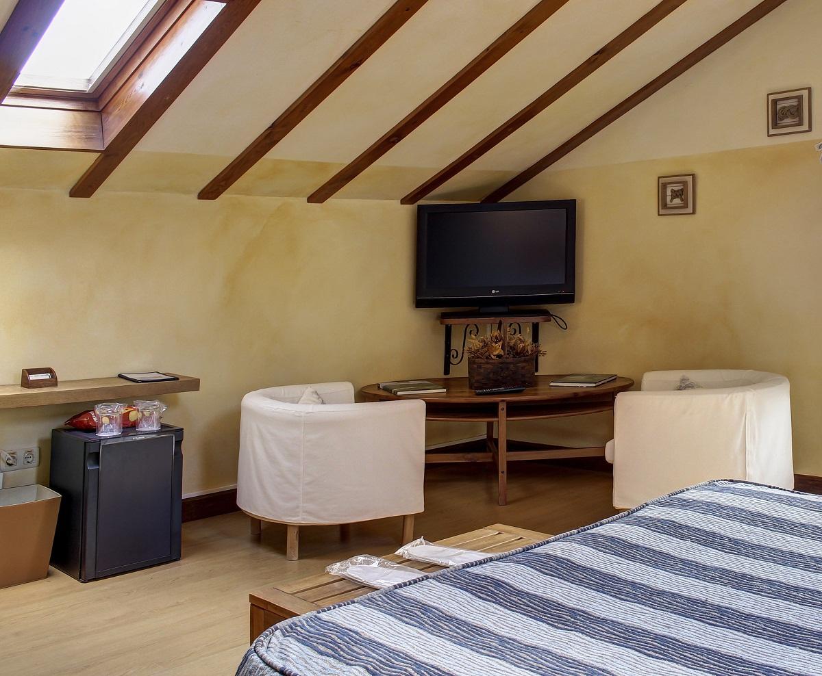 Habitación superior con sala de estar y servicio de mini-bar