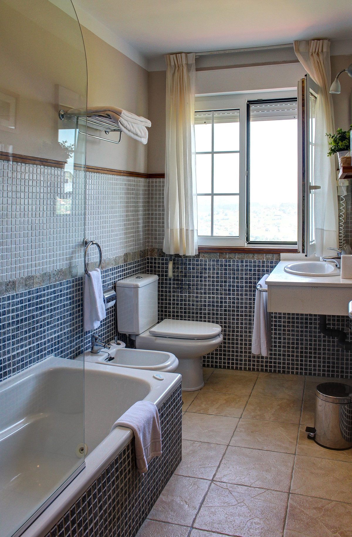 Baño completo con bañera de hodromasaje