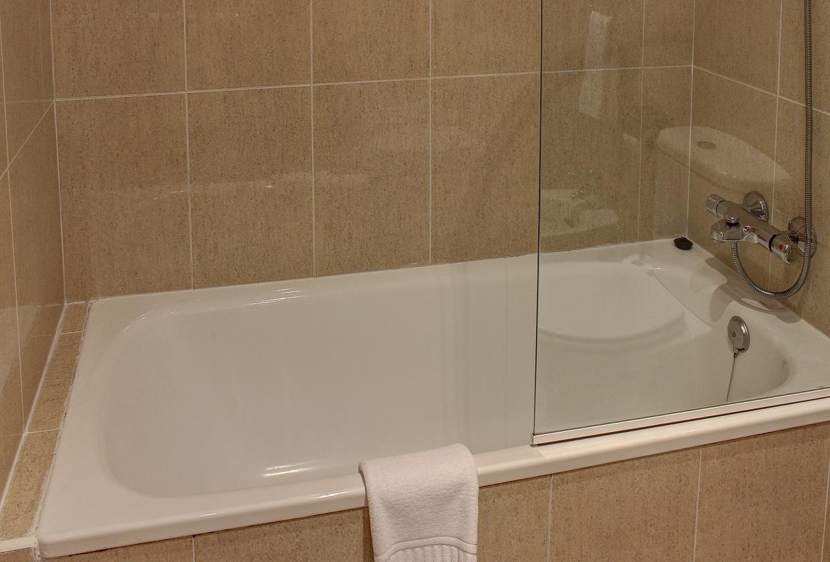 Bañera en todas las habitaciones del hotel
