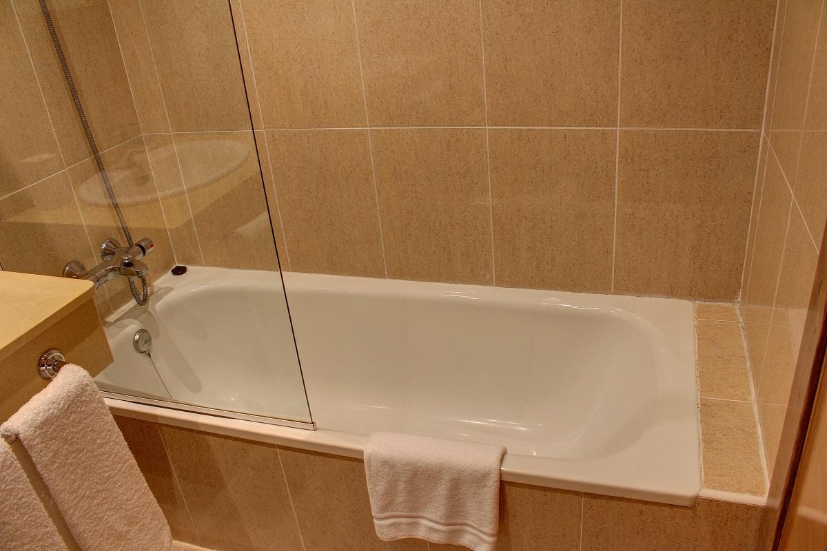 Baño privado con bañera en todas las habitaciones
