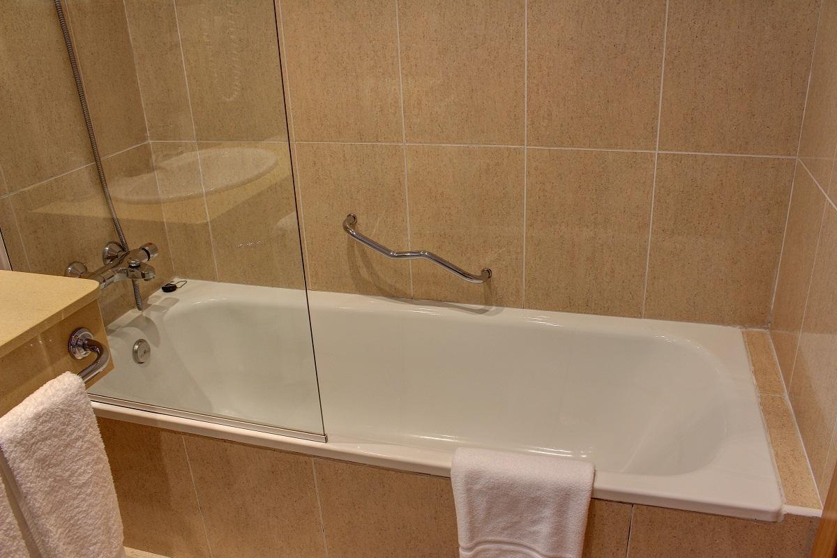 Baños con bañera en todas las habitaciones.