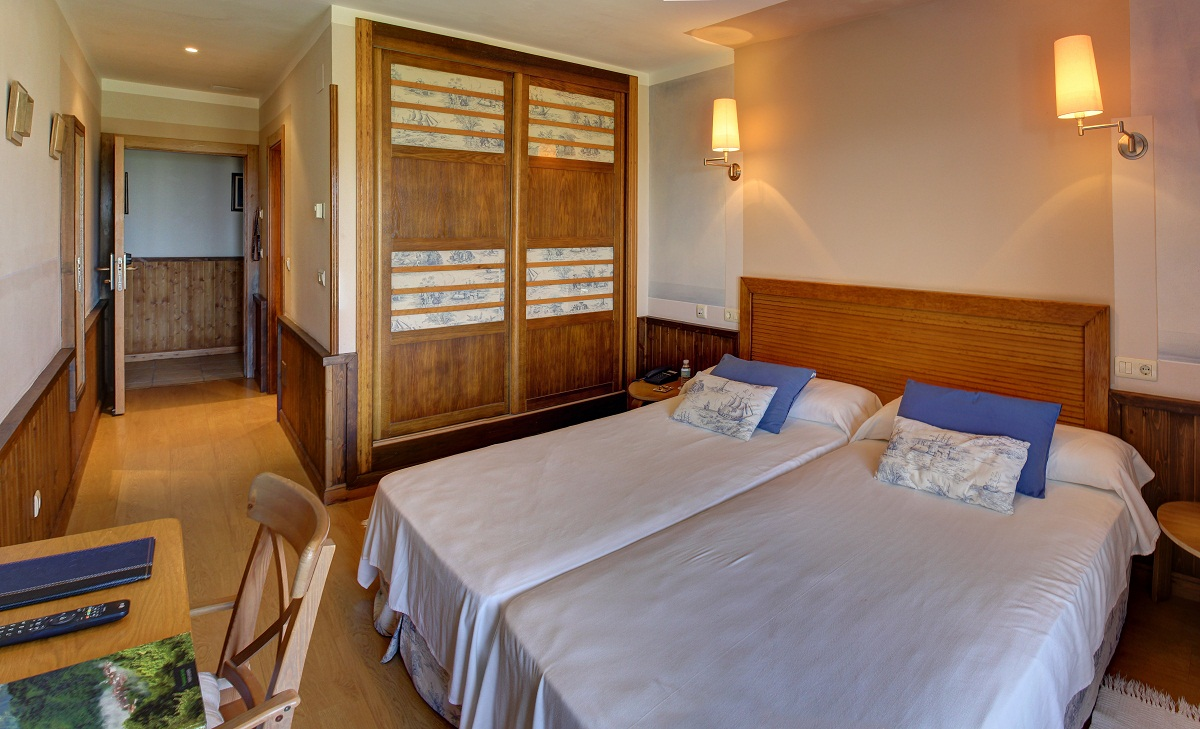 Acogedora y amplia habitación doble.