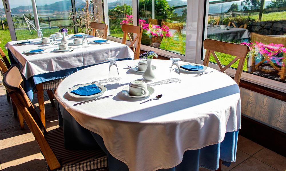 Comedor con vistas y salida al jardín