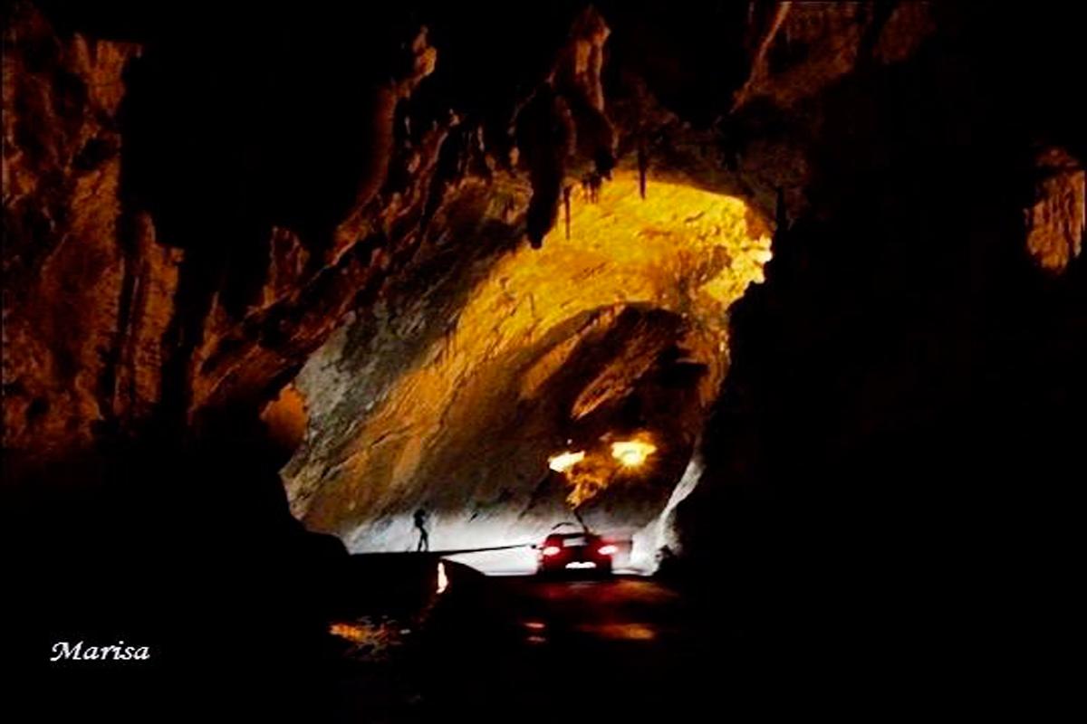 Cuevona en el pueblo de Cuevas