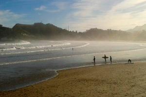 Surf en la playa de Santa Marina