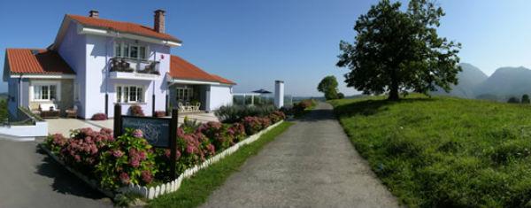 vista de exteriores del hotel Mirador del Sella