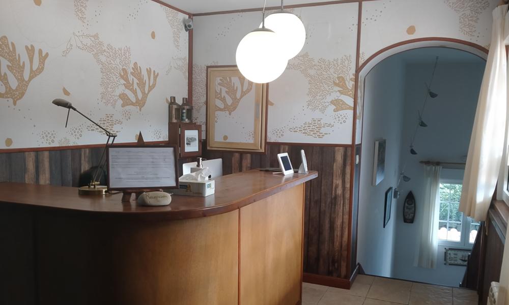 Imagen de la recepción del hotel